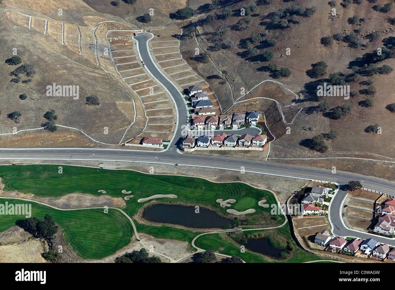 Vista aerea sopra lo sviluppo residenziale occidentale della contea di Alameda California settentrionale Immagini Stock