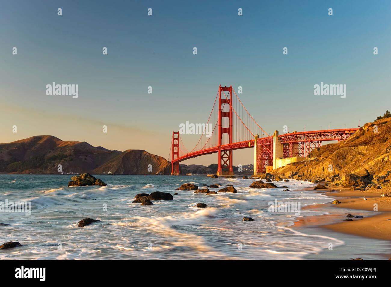 Stati Uniti, California, San Francisco, Baker's Beach e il Golden Gate Bridge Immagini Stock