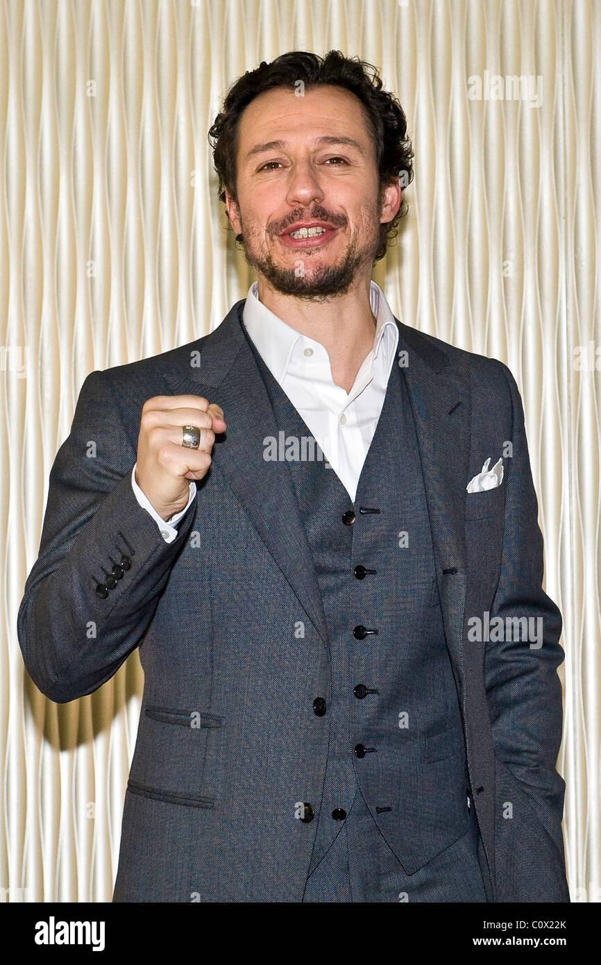 """01.03.2011, Milano, photocall del film """"La vita facile"""". Stefano Accorsi Immagini Stock"""
