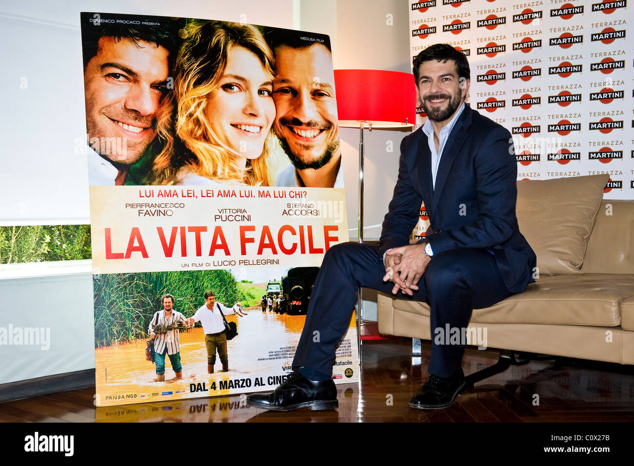 "01.03.2011, Milano, photocall del film ""La vita facile"". Pierfrancesco Favino Immagini Stock"
