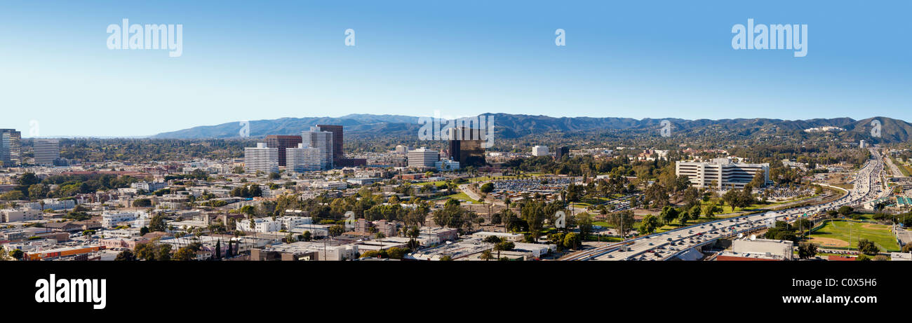 Vista panoramica di West Los Angeles (compresi Brentwood) mostra San Diego Freeway (405) e Santa Monica Mountains Immagini Stock