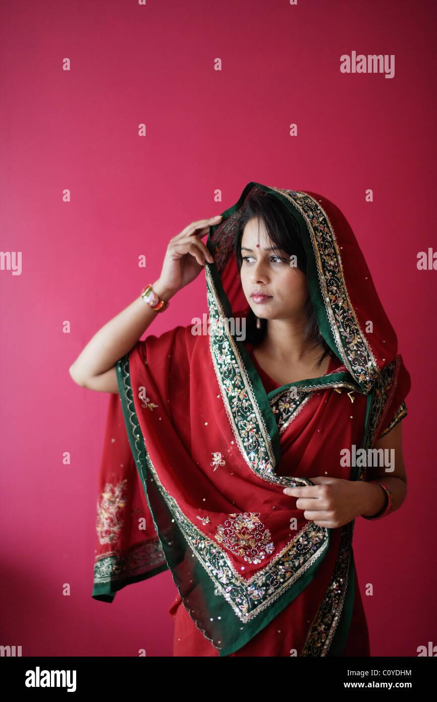 Punjabi woman in red sari. Immagini Stock