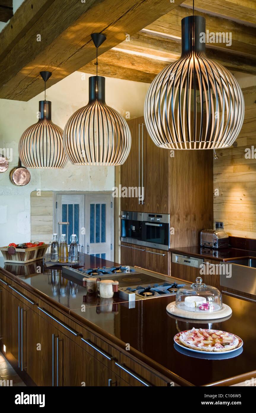 Travi A Vista Illuminazione lampade di secto in cucina con soffitto con travi a vista e