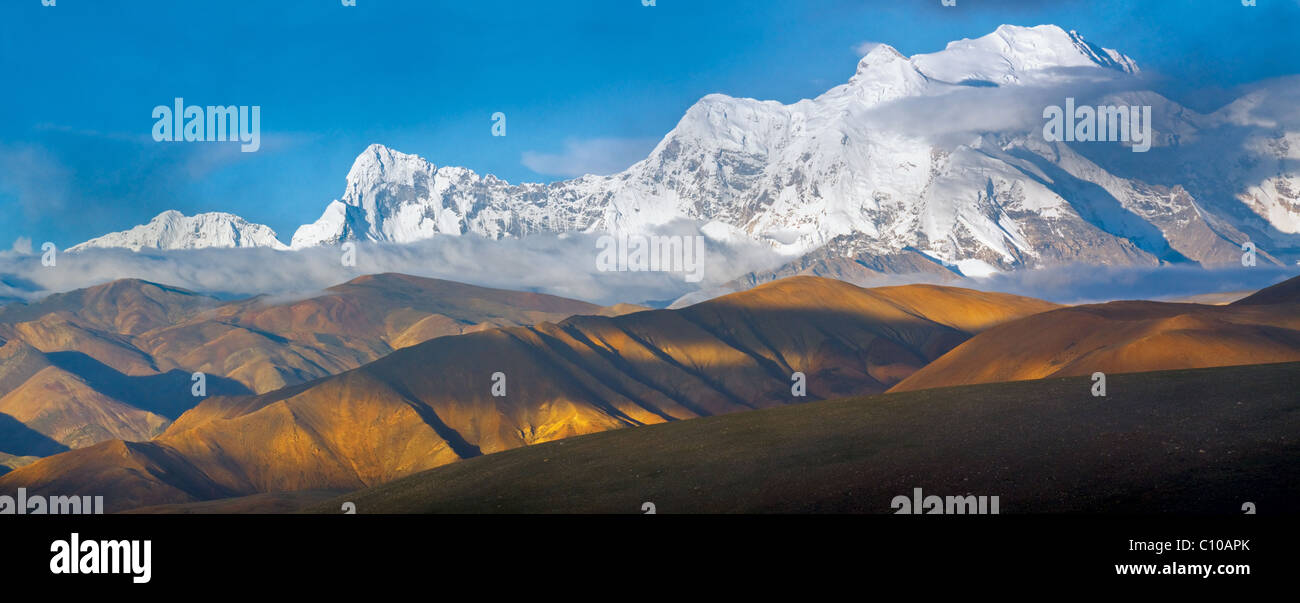 Panorama di 'Xixabangma' mountain in Tibet su sunrise. Immagini Stock