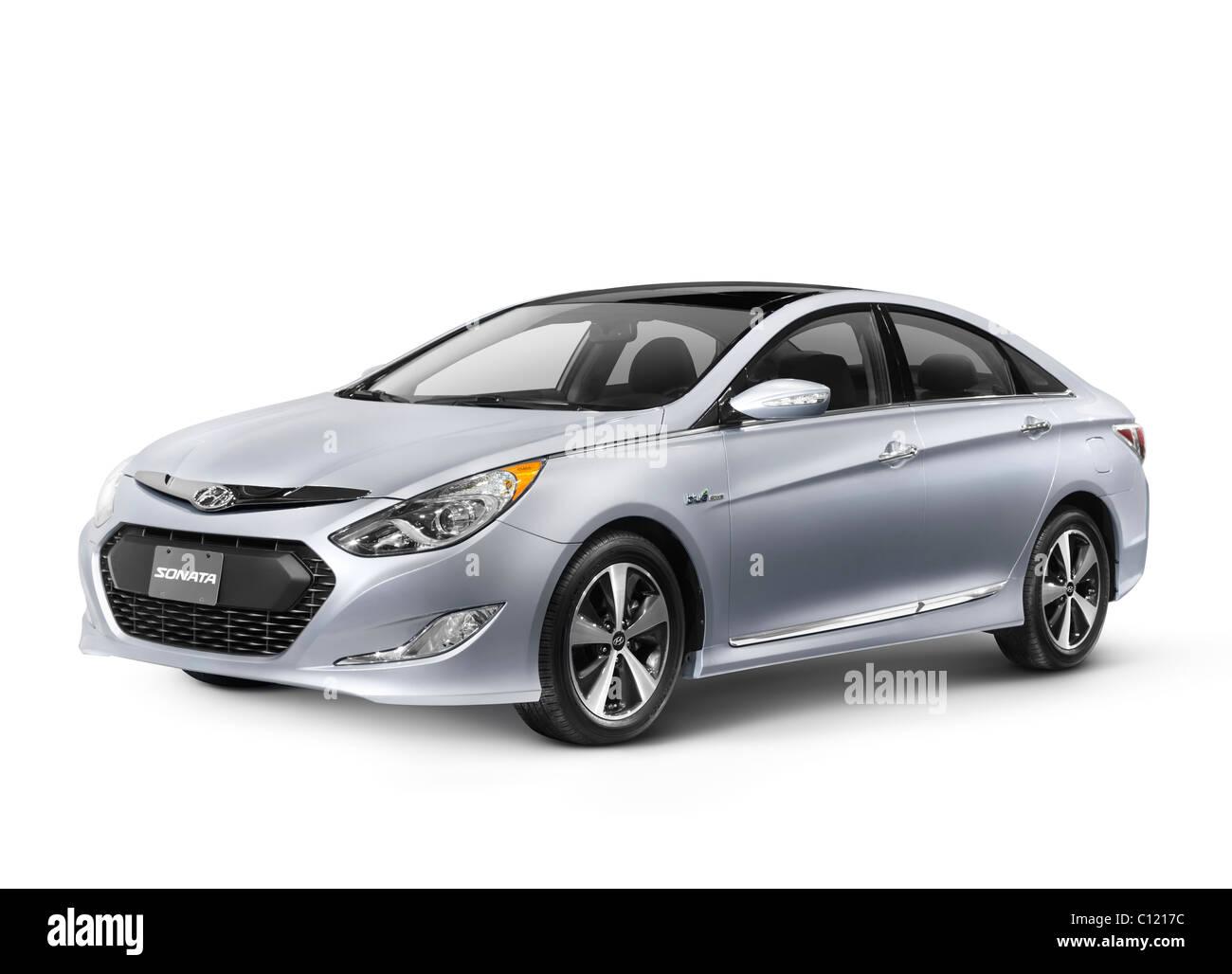 2011 Hyundai Sonata Hybrid Premium auto isolato su sfondo bianco con tracciato di ritaglio Immagini Stock