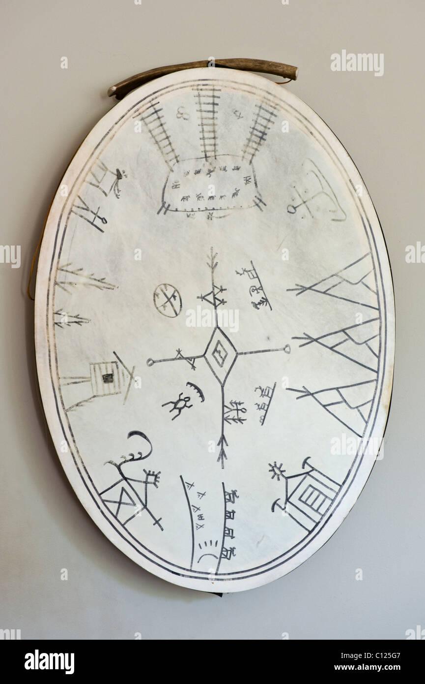 Tradizionale nativa tamburo dalla Lapponia utilizzato come una decorativa da parete Immagini Stock