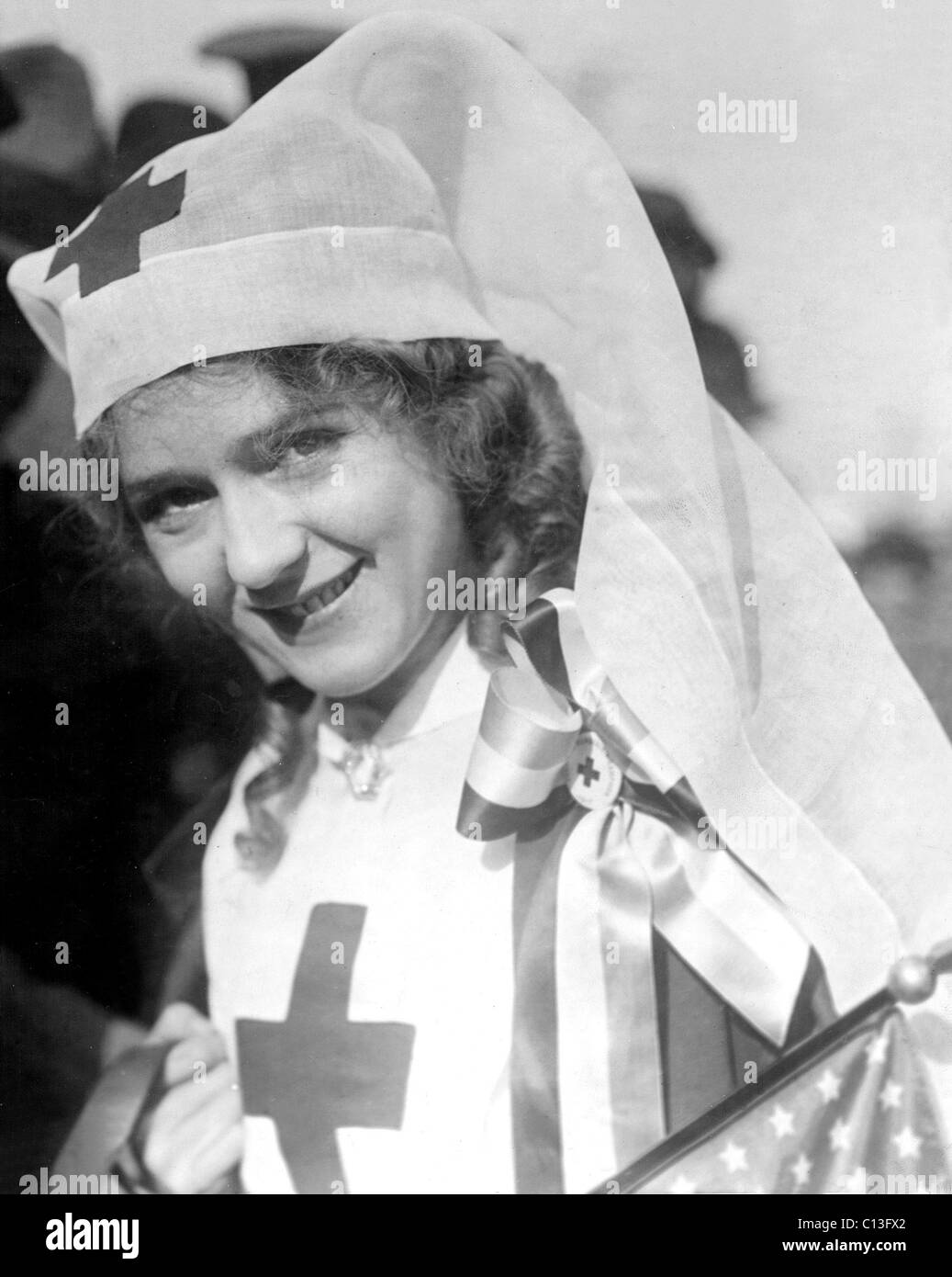 La Croce Rossa' Mary Pickford a capo di un enorme corteo, San Francisco, Dicembre 21, 1917. Foto Stock