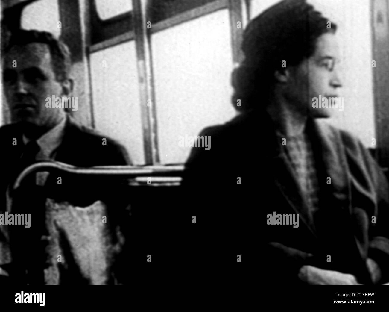 Rosa Parks, sul bus, 1955 Foto Stock