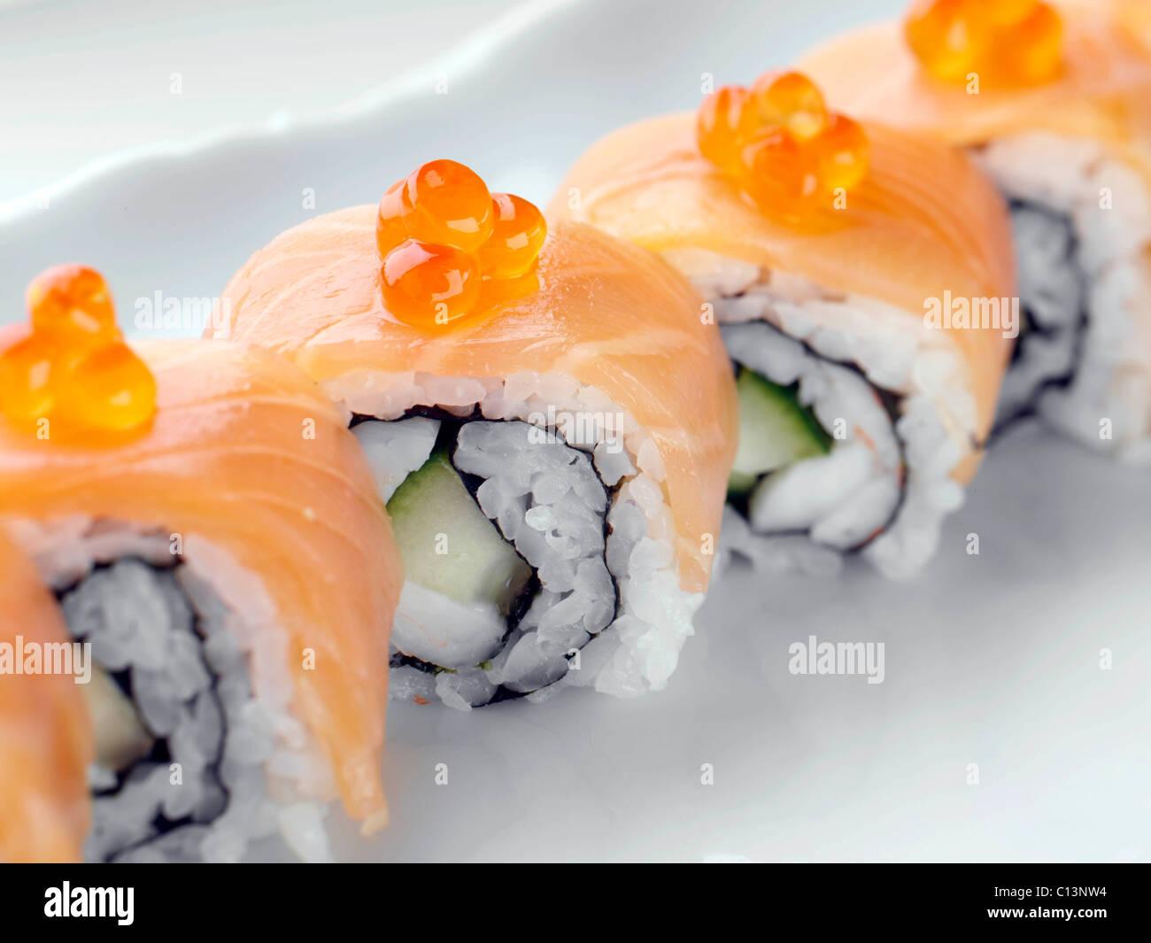 Salmone affumicato sushi con riso Immagini Stock