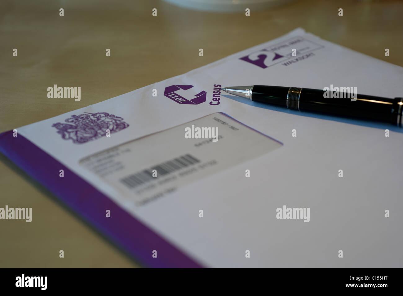 Ufficio Scrivania Questionnaire : Questionnaire census immagini questionnaire census fotos stock