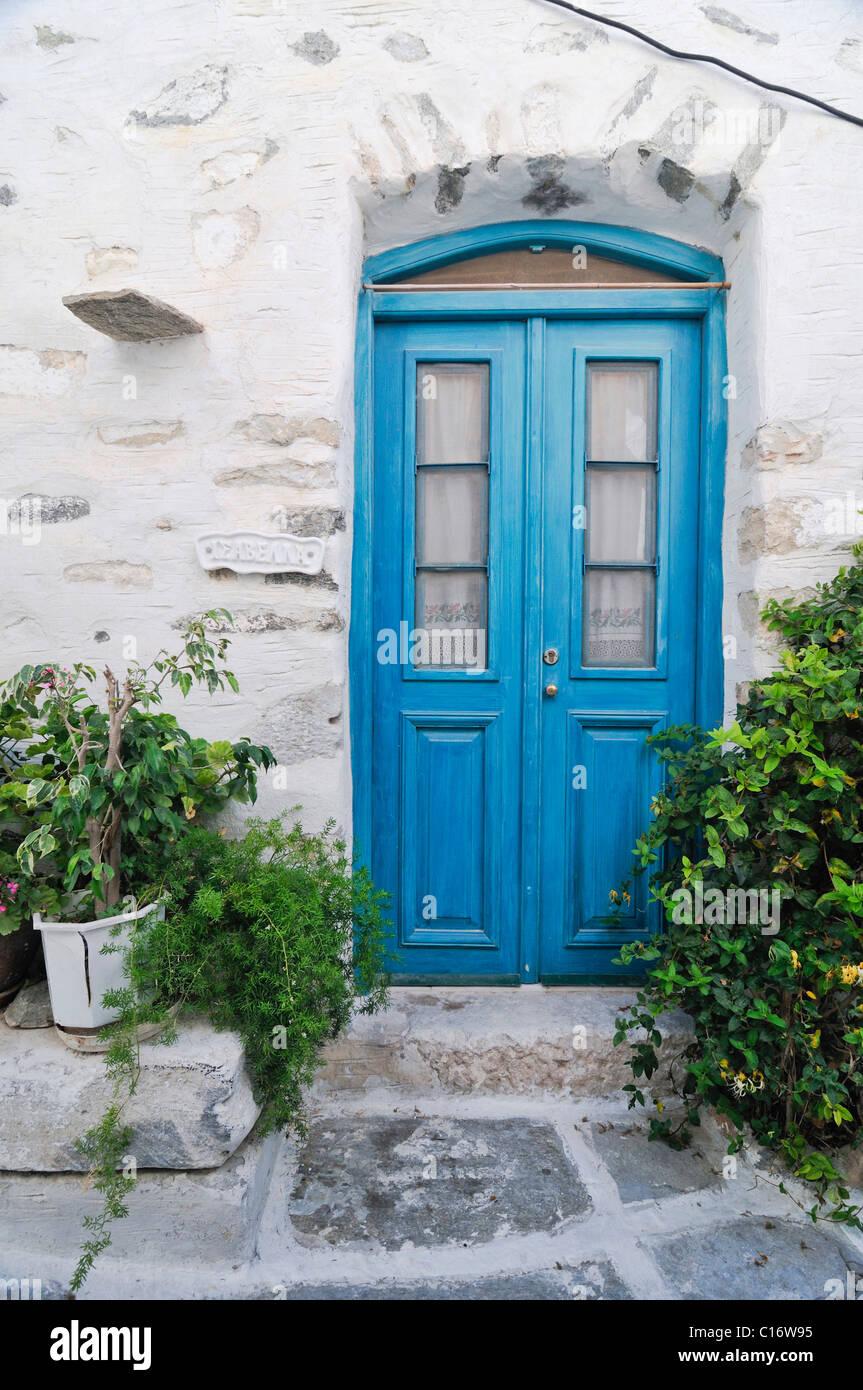 Porta in legno con vernice turquise in Naxos, Cicladi Grecia, Europa Immagini Stock