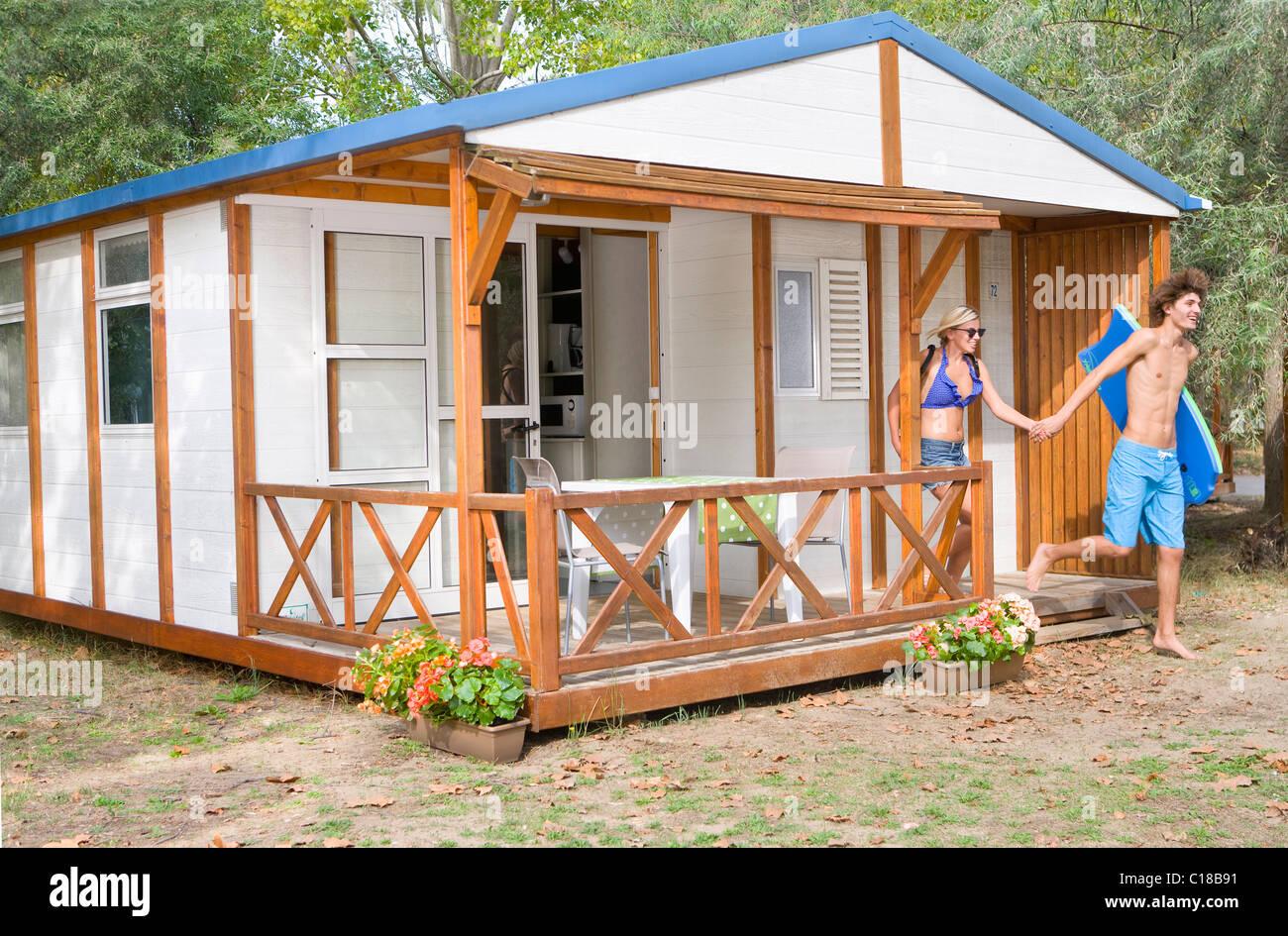 Cabin immagini cabin fotos stock alamy for Cabina innevata nei boschi