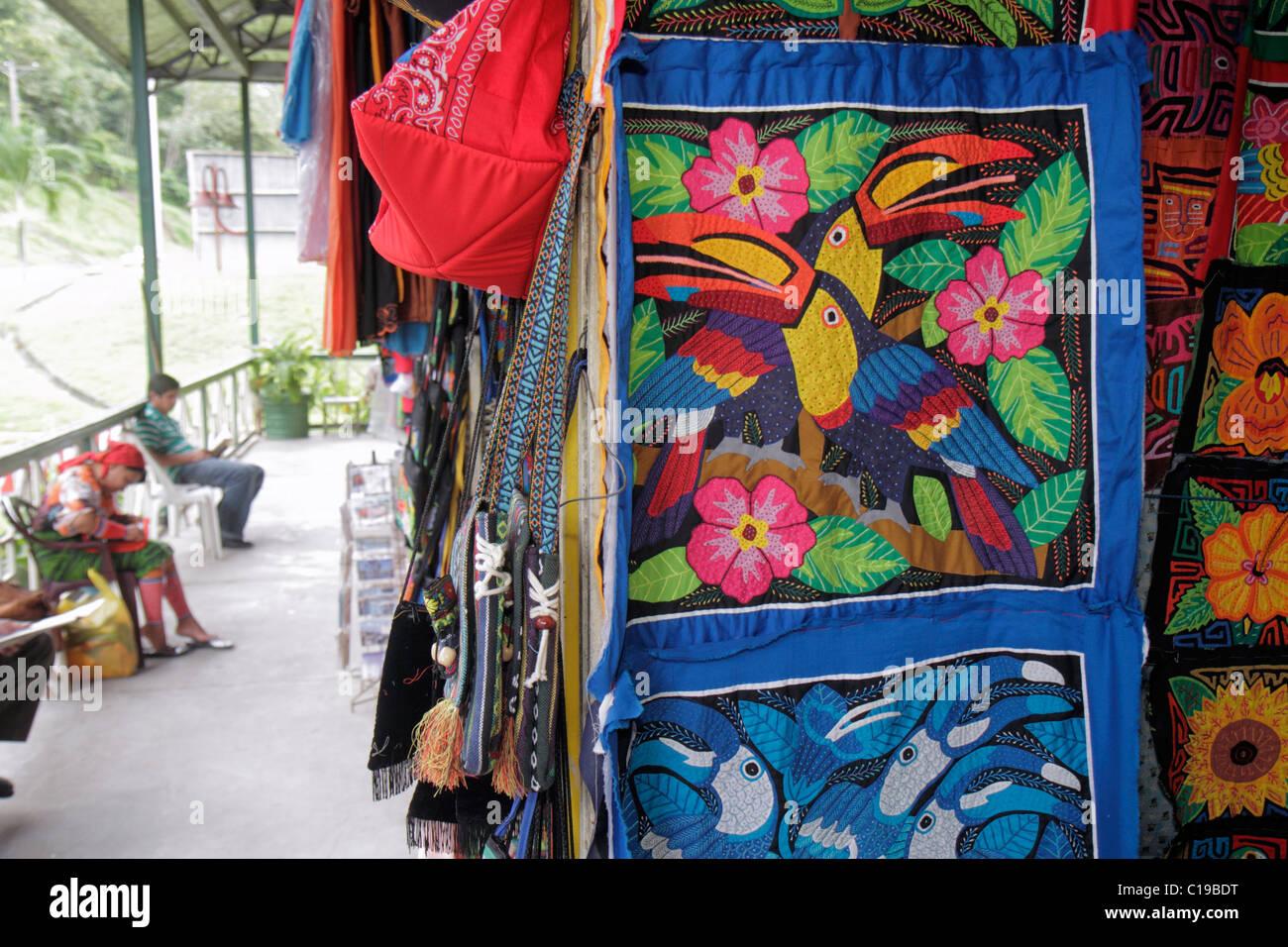 Città di Panama Panama Balboa Centro de Artesenias shopping artigianato Kuna  Indian mola display souvenir indigeni 15bd8091799e