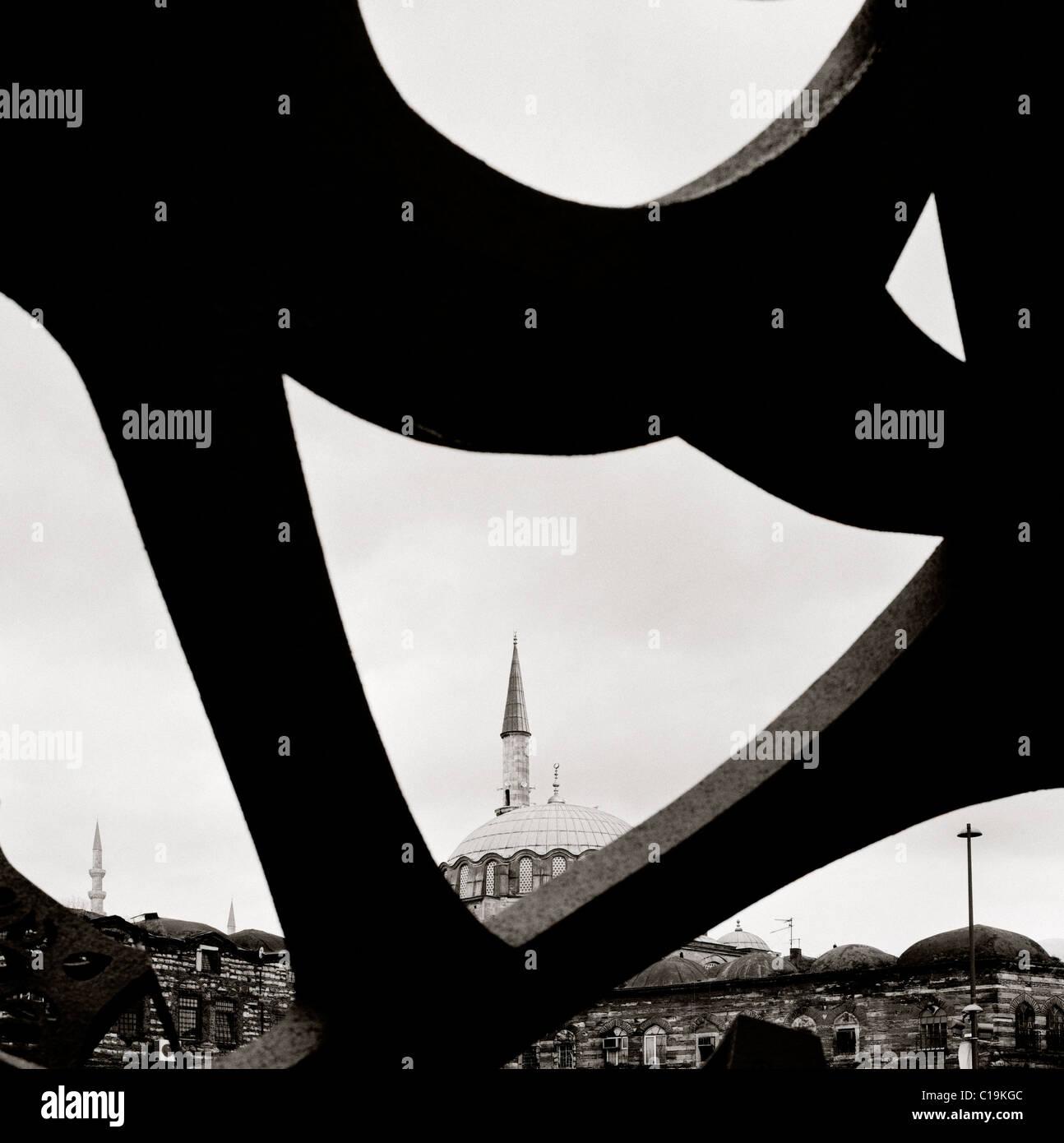 Moderna arte astratta e Moschea Islamica di Istanbul in Turchia nel Medio Oriente asiatico. Brutalist geometria Immagini Stock