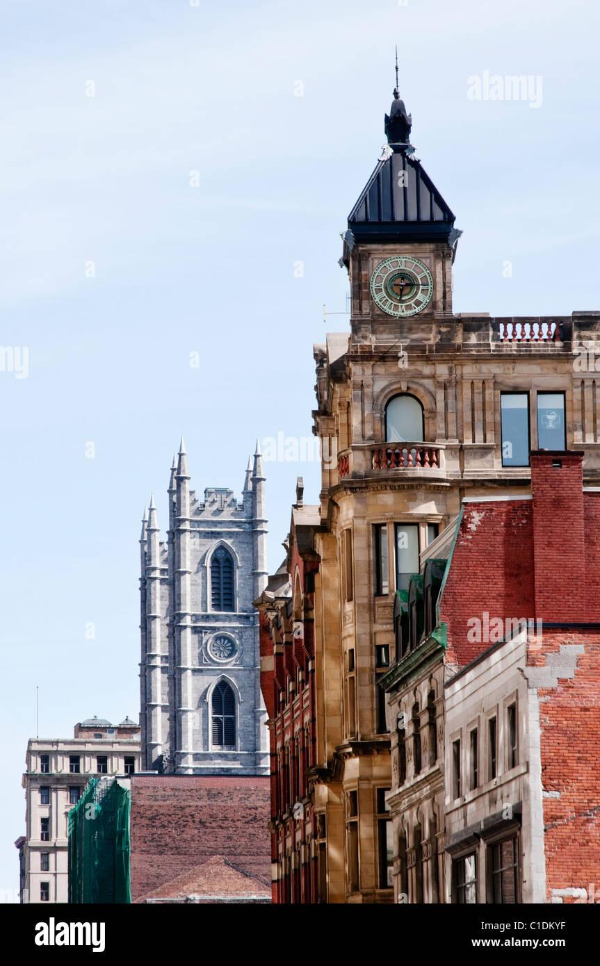 Edifici storici tra cui la cattedrale di Notre Dame a Montreal (Quebec, Canada) Immagini Stock