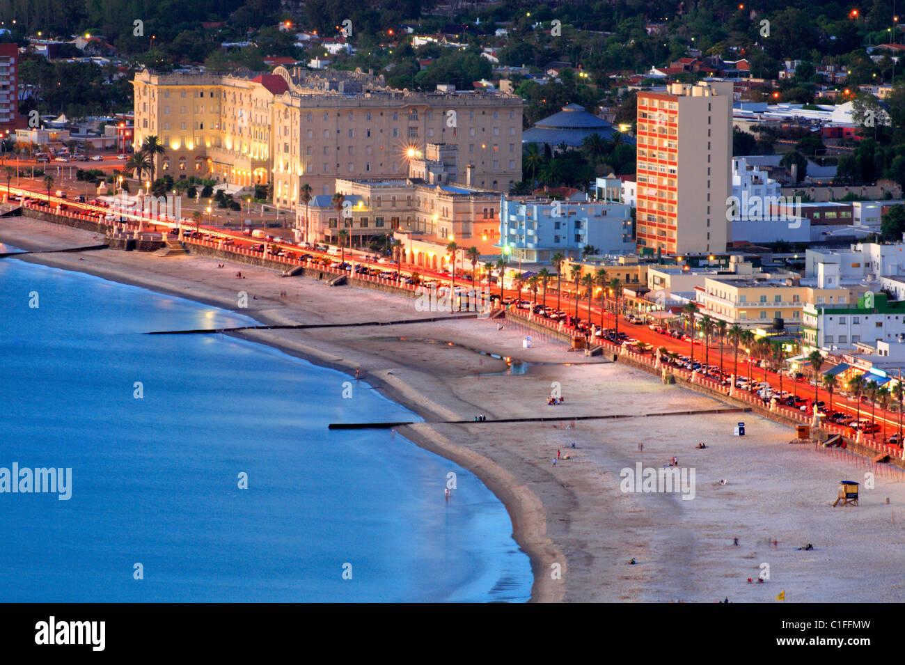 Vista aerea di Piriapolis tra la città e la spiaggia. Maldonado, Uruguay Sud America Immagini Stock