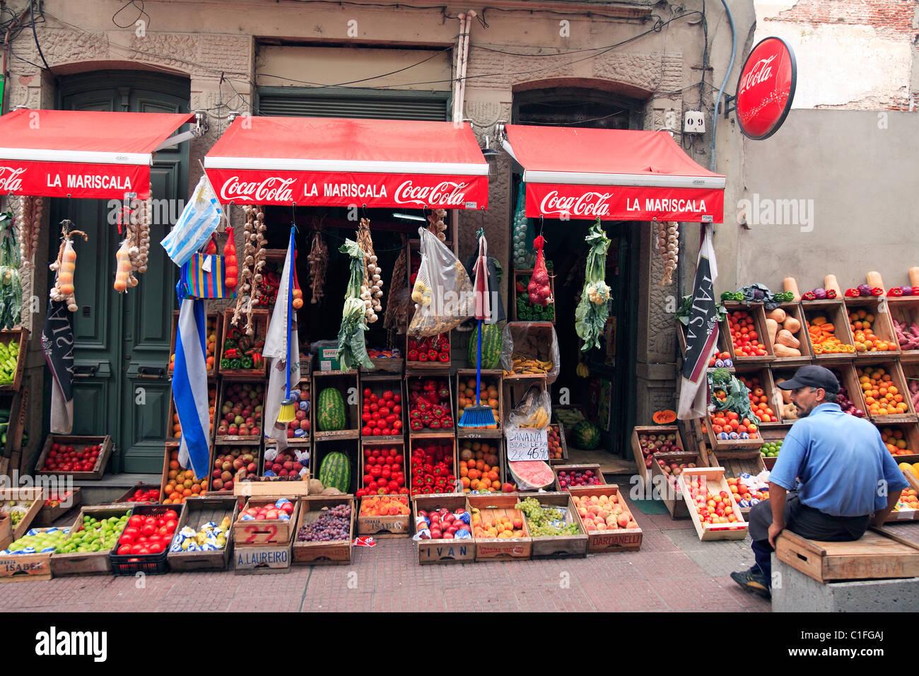 Il vecchio negozio di verdure a Montevideo, Uruguay Immagini Stock