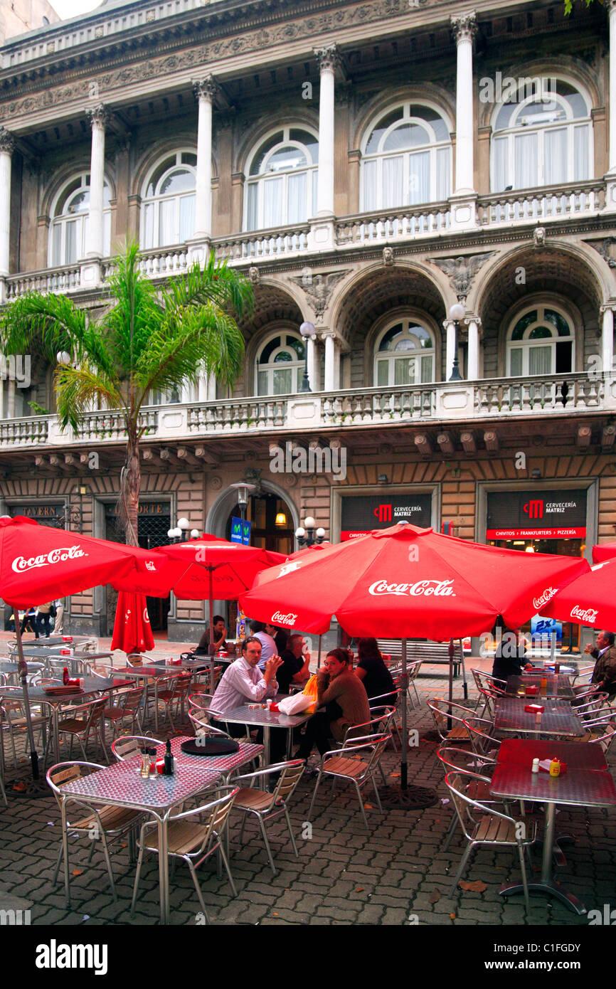 Bar a Sarandi strada pedonale. Montevideo, Uruguay. Immagini Stock