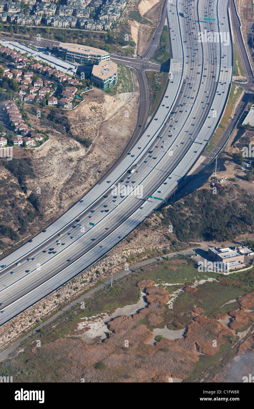 FREEWAY 5 & 56 (vista aerea). 24-lane-wide in autostrada Del Mar, della Contea di San Diego, la California del Immagini Stock
