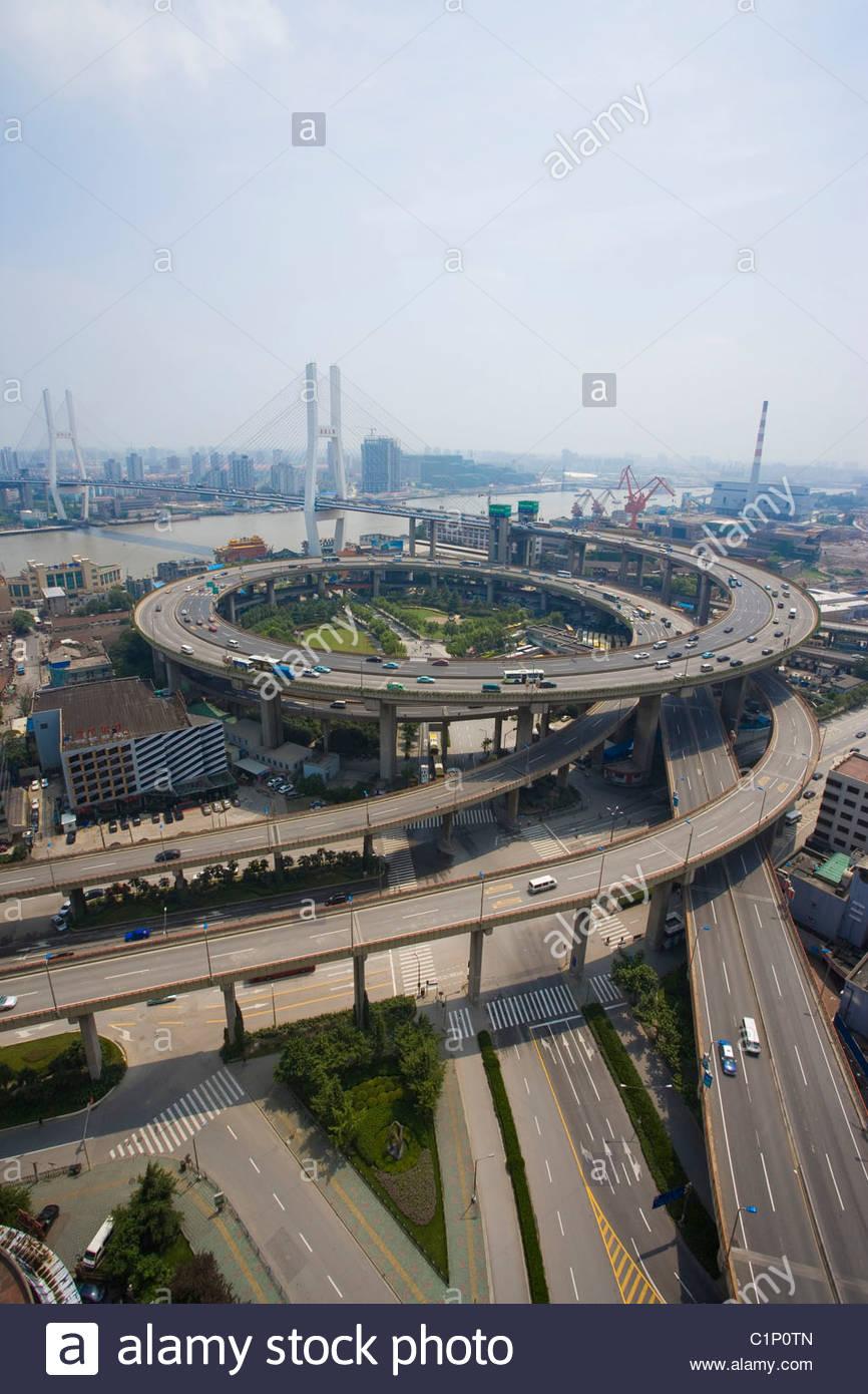 Shanghai, Ponte di Nanpu approccio a spirale, Puxi, Cina Immagini Stock