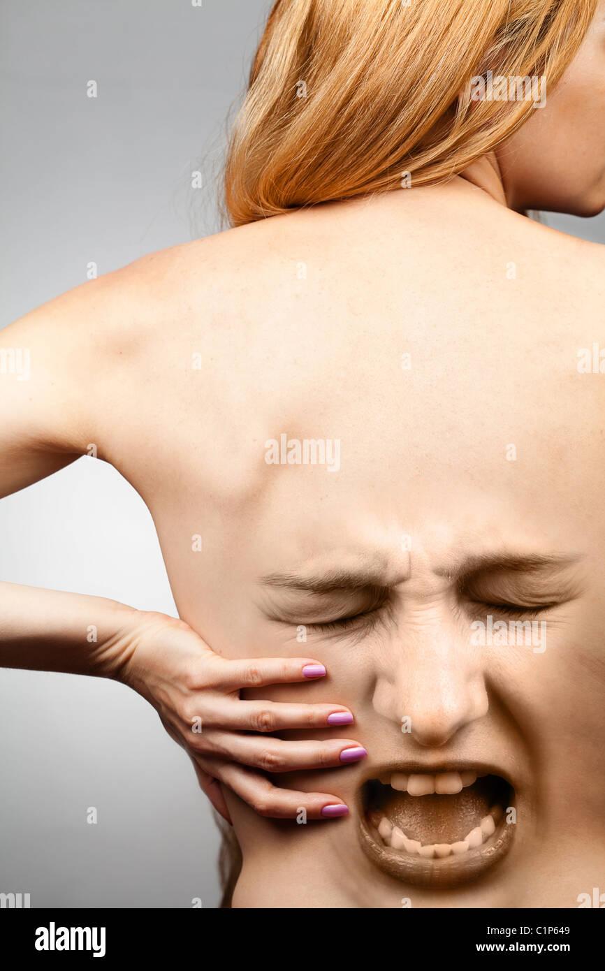 Dolore alla schiena concetto - la colonna vertebrale di cintura in agonia Immagini Stock