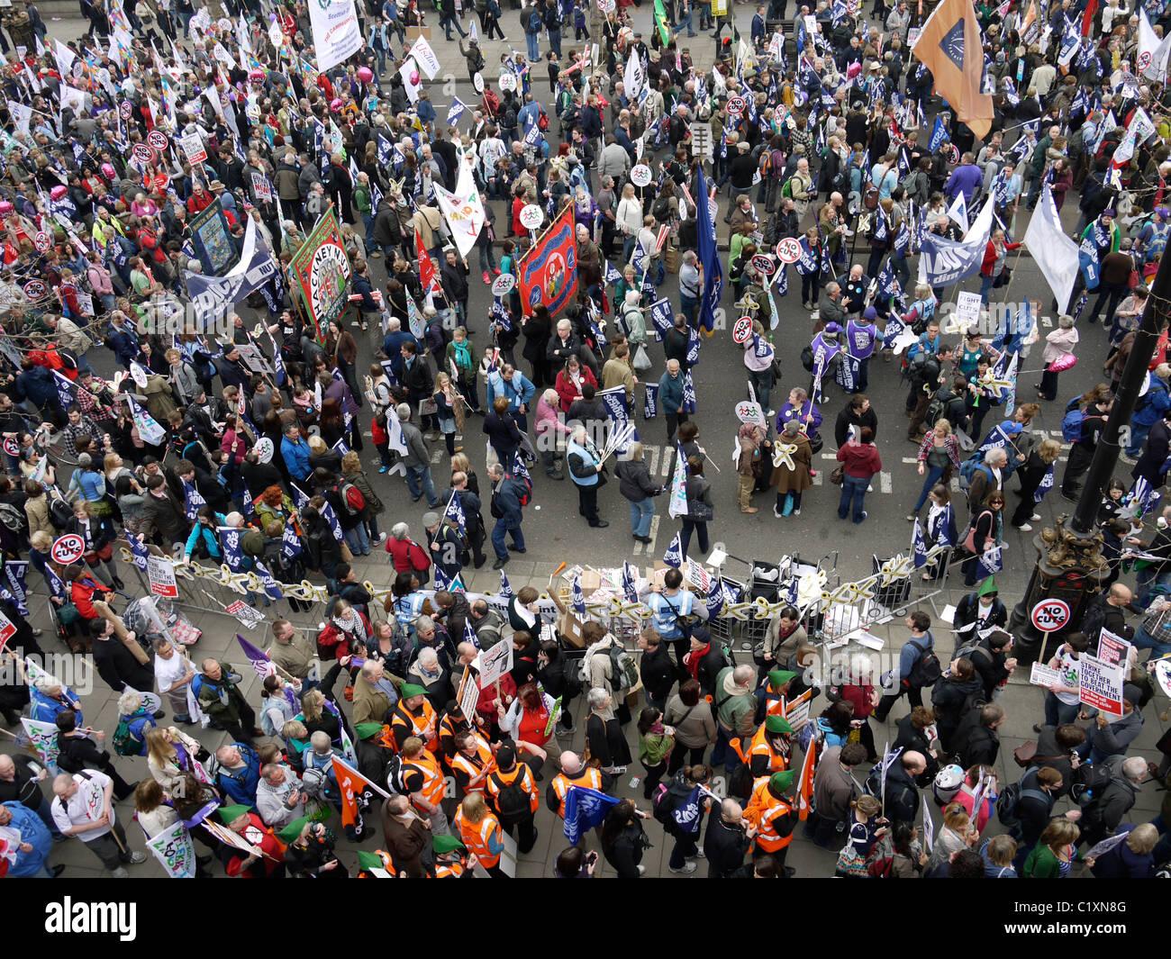 Tuc anti tagli marzo anti-tagli 26 marzo i manifestanti assemblare per protestare Immagini Stock