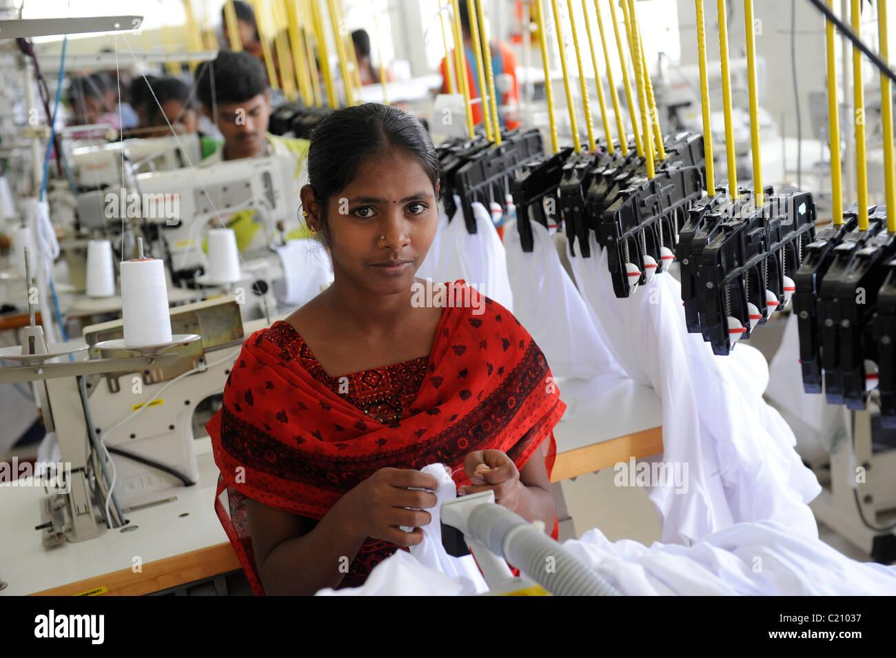 India, nello Stato del Tamil Nadu, Tirupur , le donne che lavorano nel commercio equo e solidale in fabbrica tessile, Immagini Stock