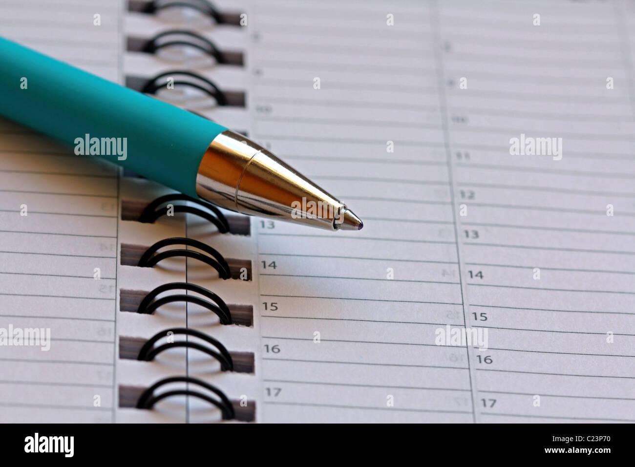 Pagina Calendario Settimanale.Penna A Sfera Su Calendario Settimanale Pagina Foto
