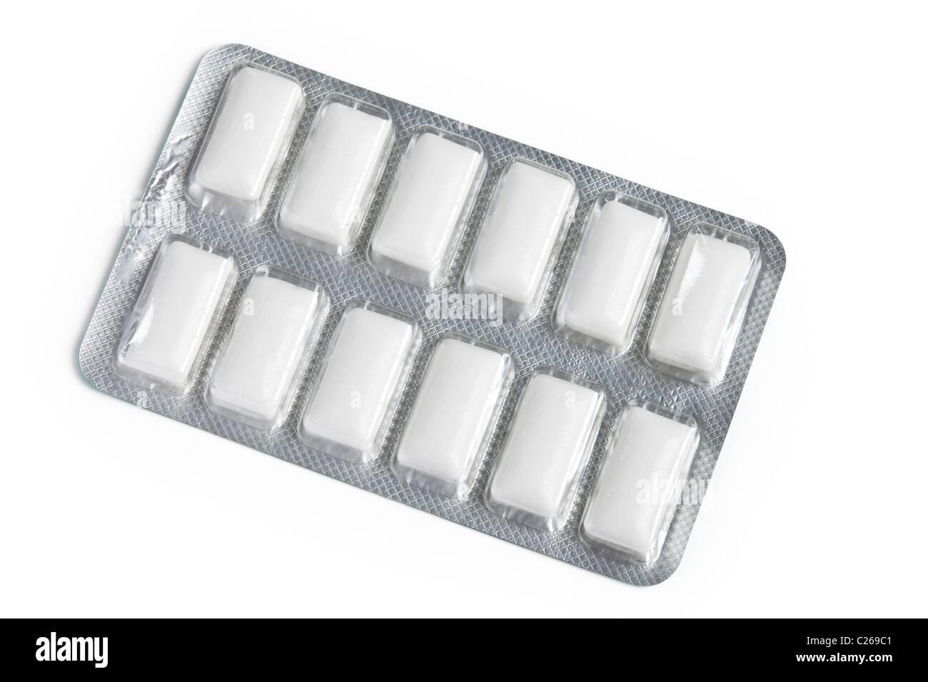 La Gomma da masticare con sfondo bianco Foto Stock