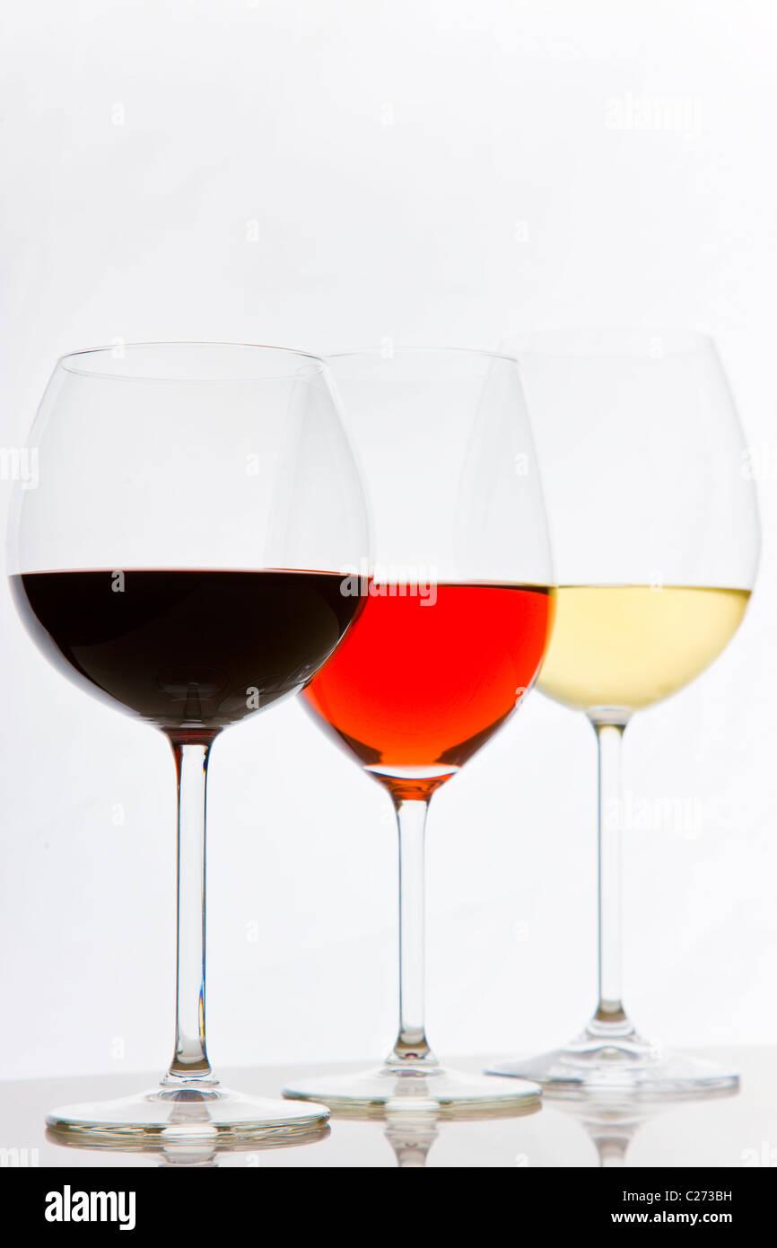 Bicchieri di bianco, rosso e i Vini Rosati Foto Stock