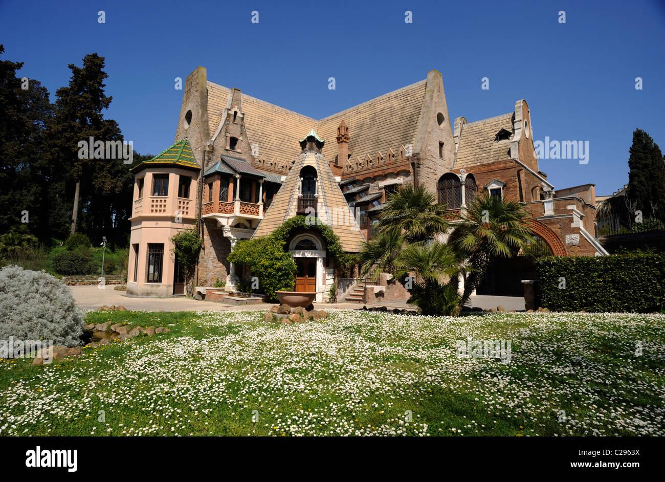 Italia, Roma, Villa Torlonia, casa delle civette, stile liberty edificio art nouveau Immagini Stock