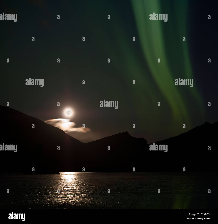 Chiaro di Luna con Aurora Boreale, Hornafjordur, Islanda Immagini Stock