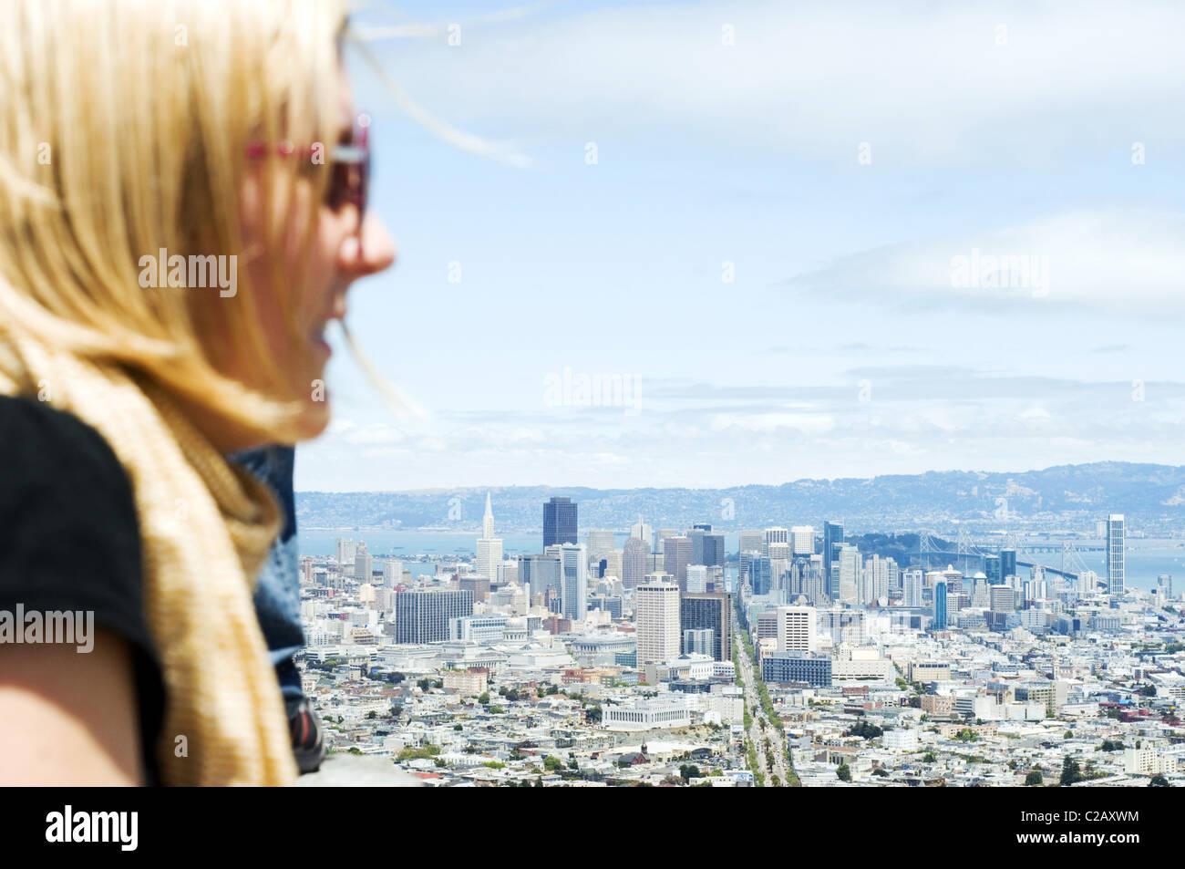 Stati Uniti, California, San Francisco, turistico guardando alla città dalla vista in elevazione Immagini Stock