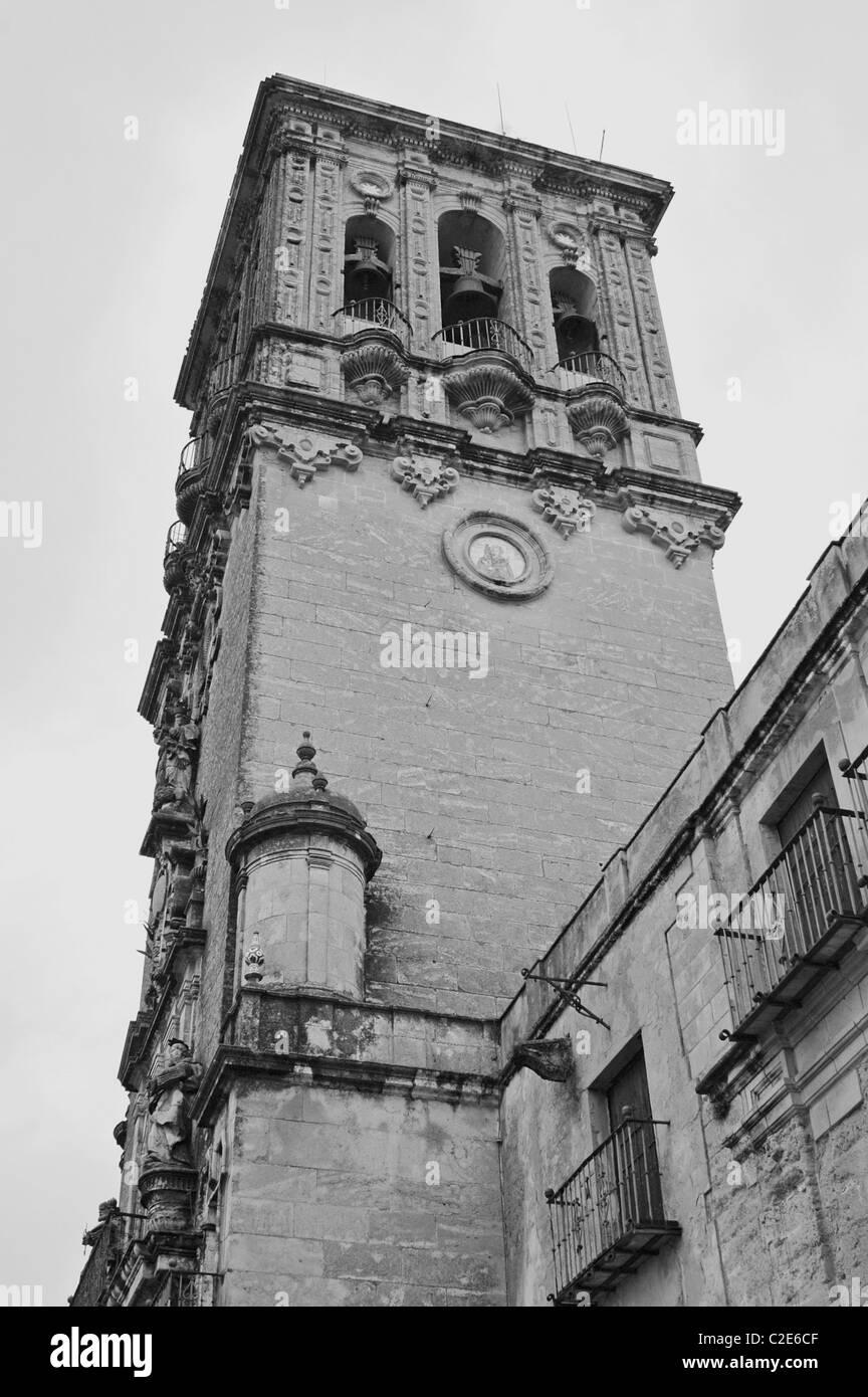 "Chiesa di Santa Maria, Arcos de la Frontera. Pueblos Blancos (""città bianca""), la provincia di Cadiz Immagini Stock"