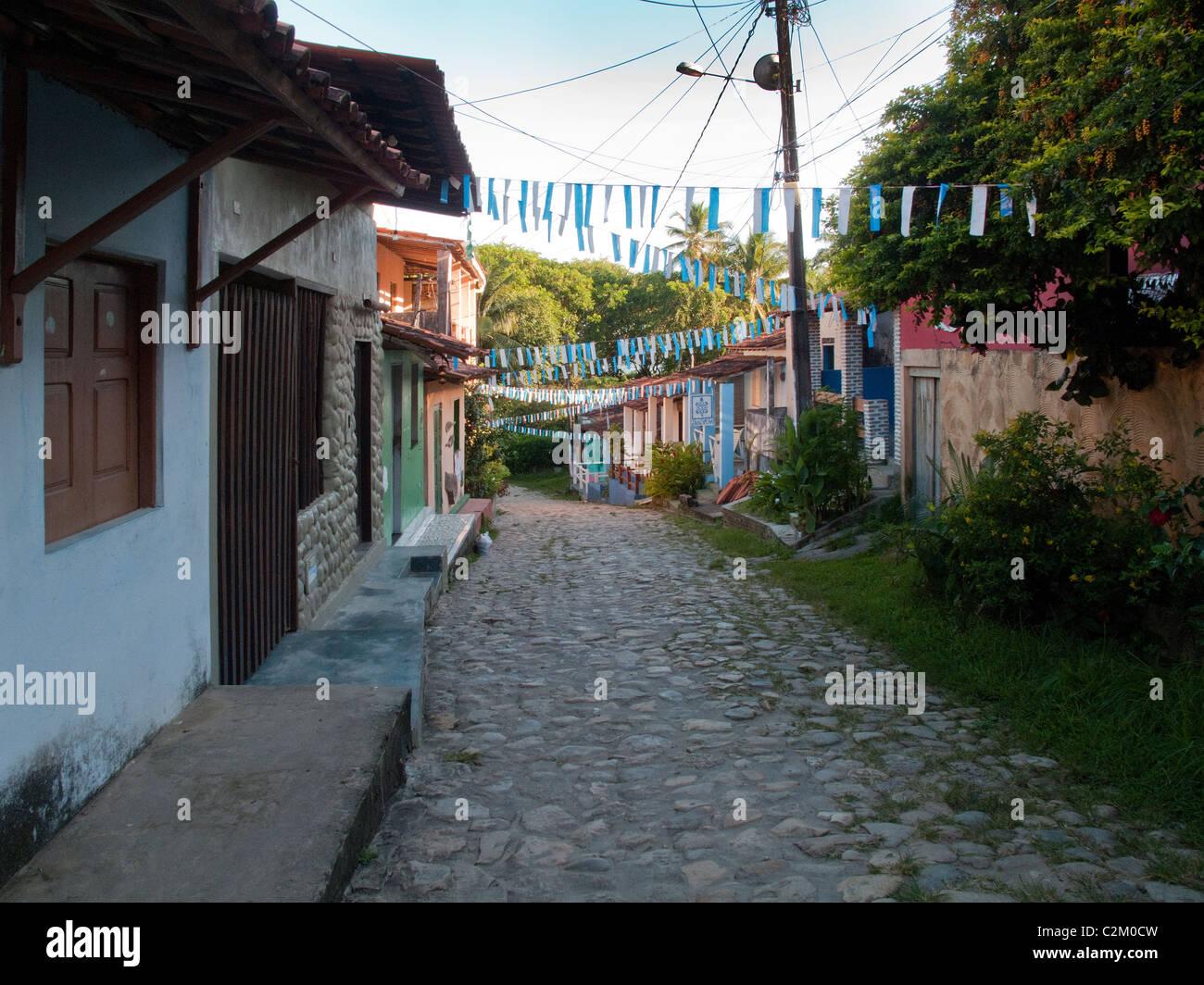 Empty street sull isola di Boipeba, Bahia, Brasile, appena dopo il carnevale Immagini Stock