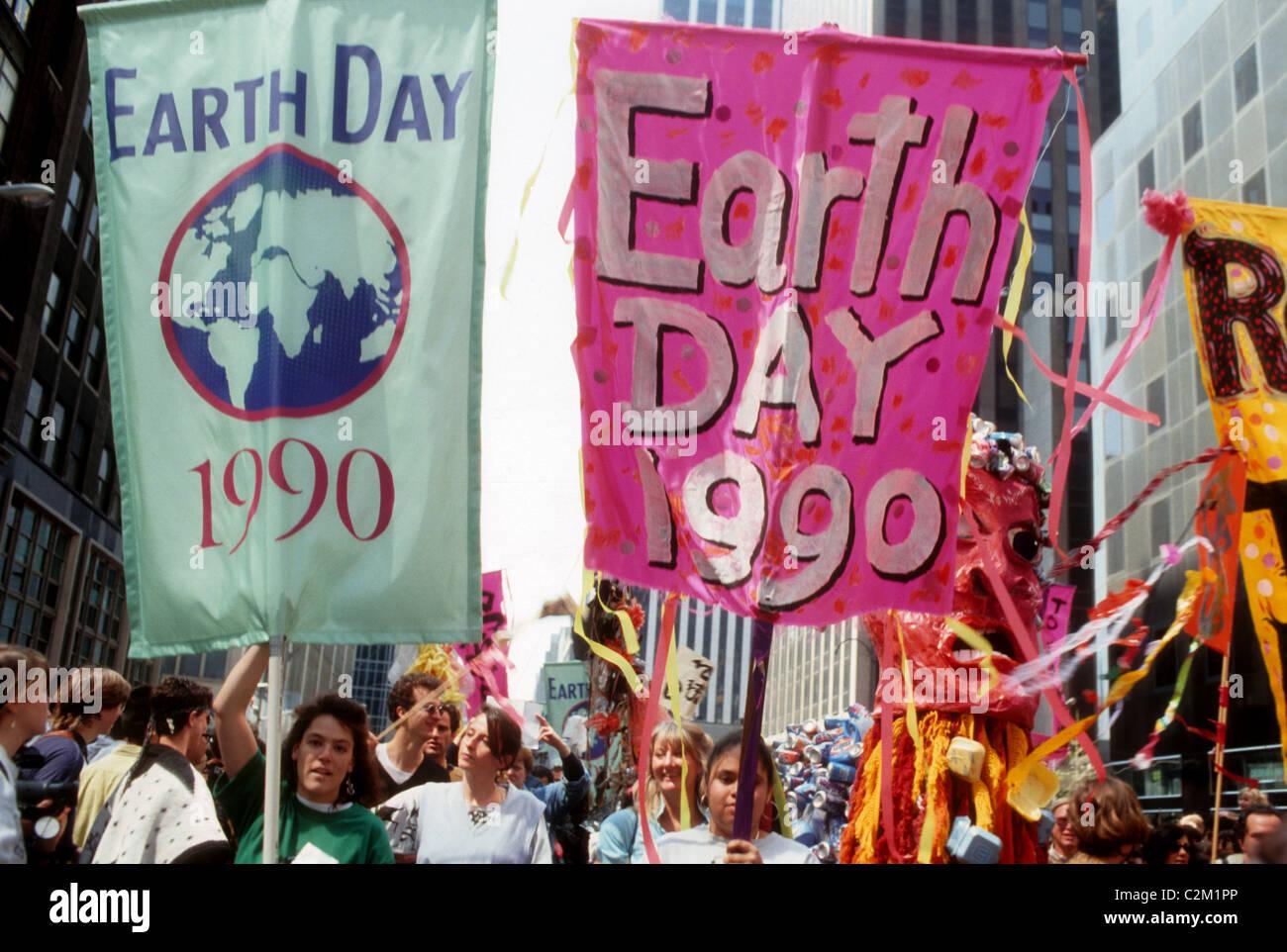 La giornata della terra parata e festival di New York il giorno di terra, 22 aprile 1990. (© Francesca M. Roberts) Immagini Stock