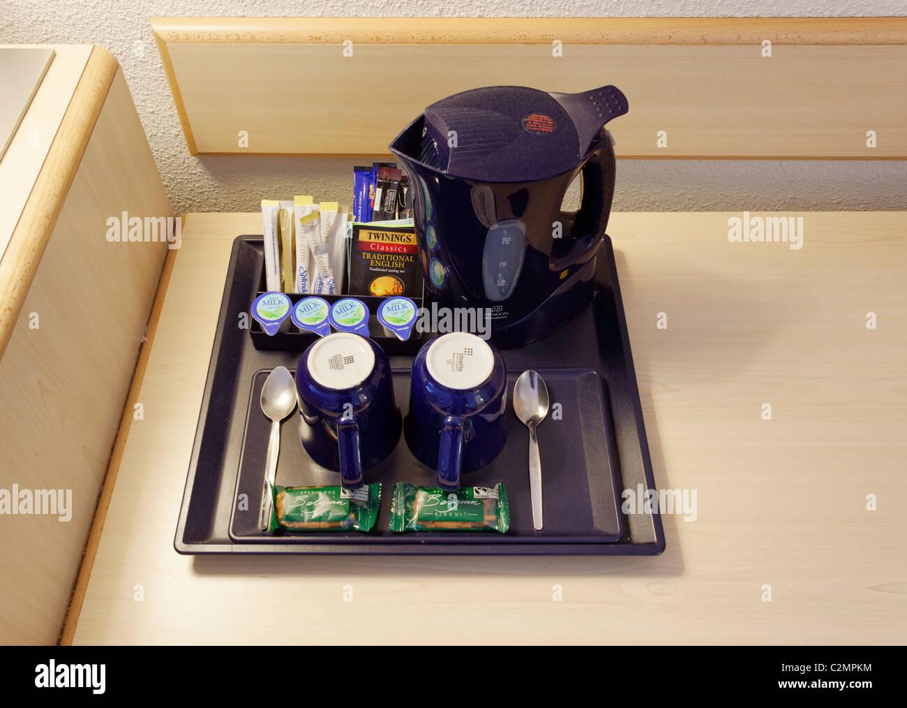Vassoio con té e caffè in una camera di hotel, REGNO UNITO Immagini Stock
