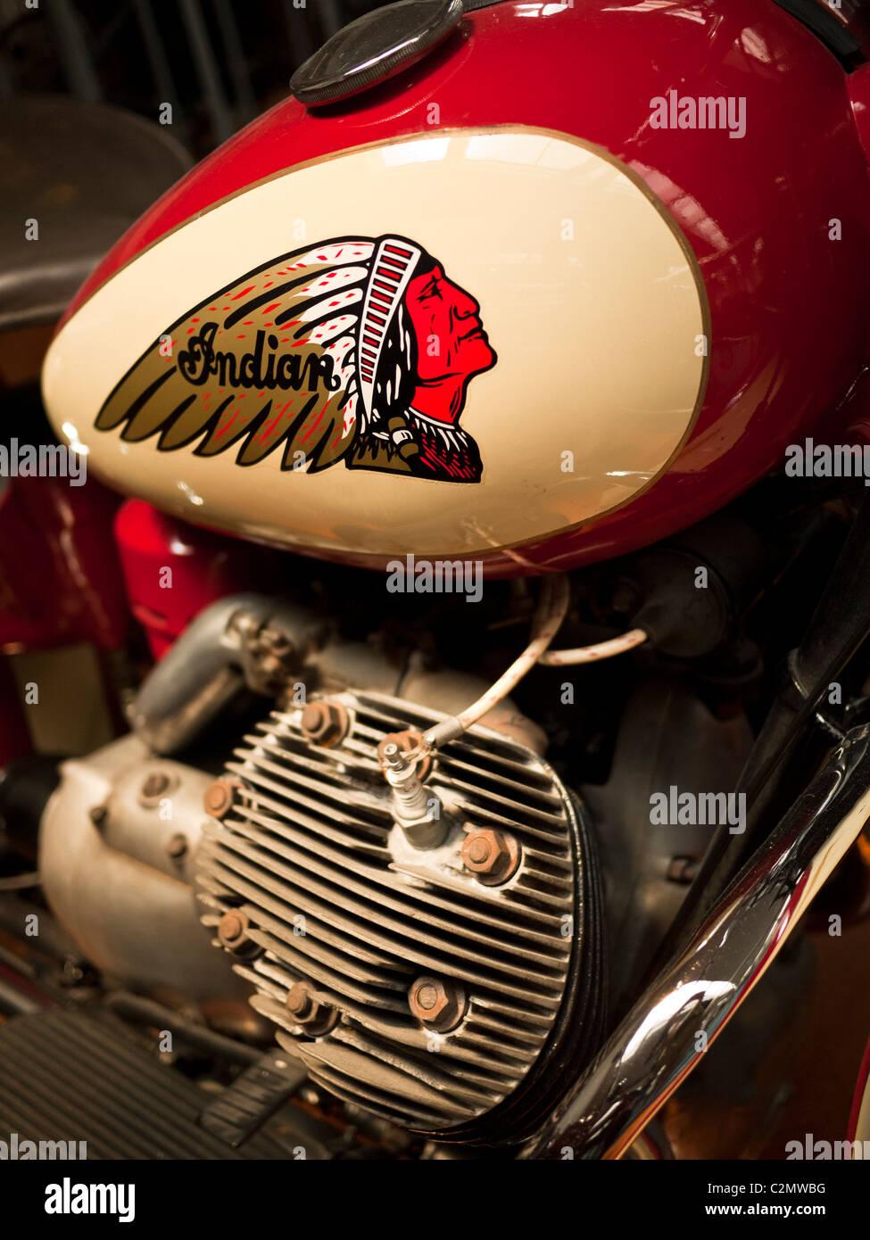 Moto Indian, il serbatoio del carburante e il motore close-up Immagini Stock