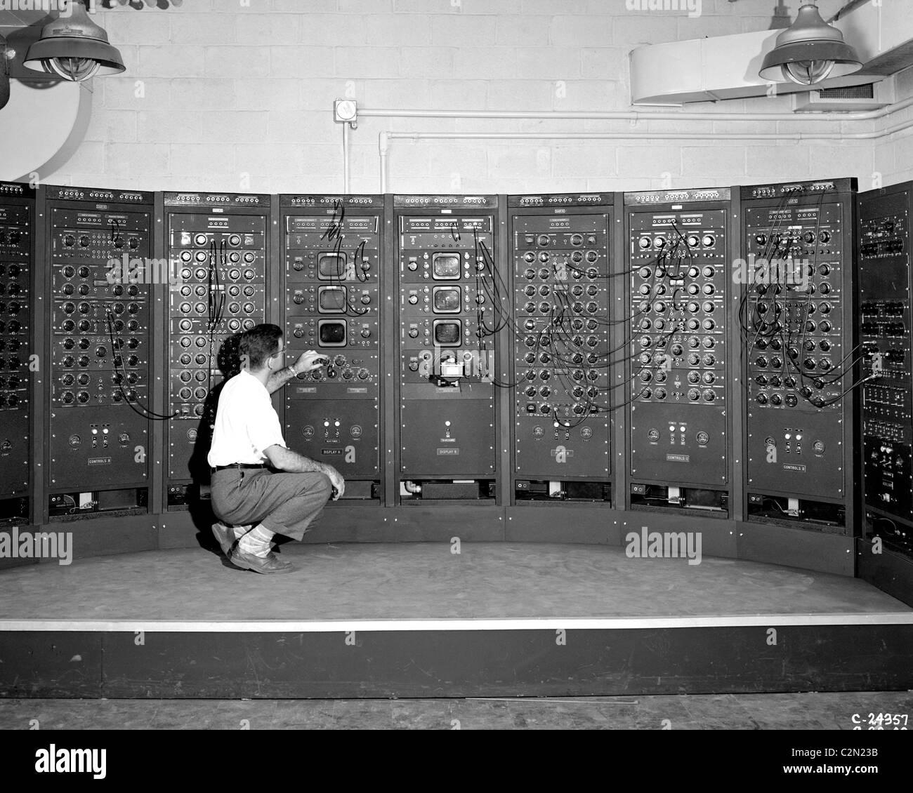 Elaborazione analogica macchina, una versione anticipata del computer moderno. Immagini Stock