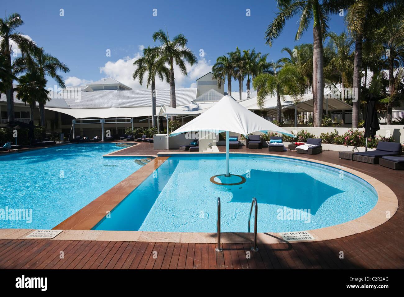 Piscina con Shangri-La Hotel. Il Molo, Cairns, Queensland, Australia Immagini Stock