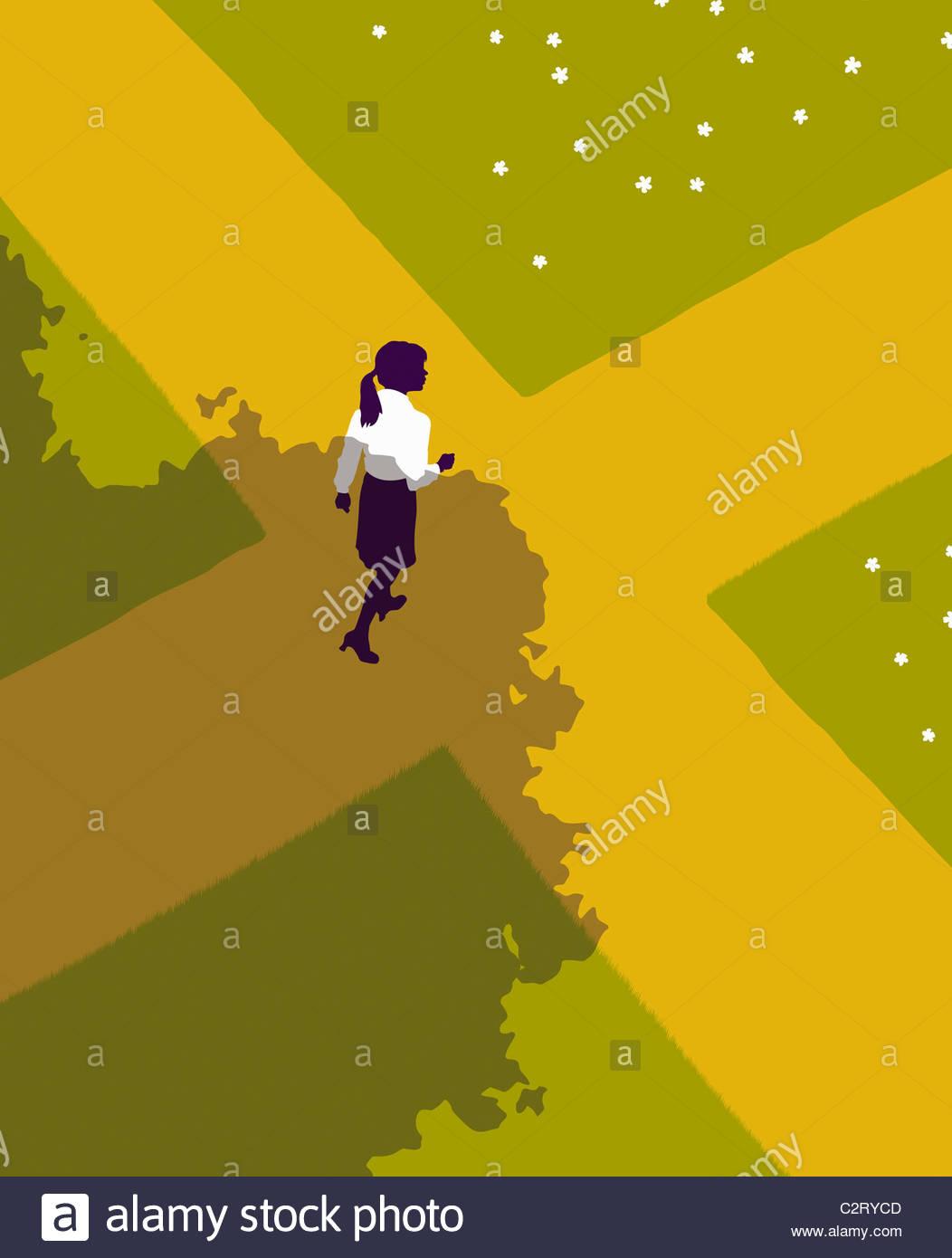 Donna che cammina nel crocevia Immagini Stock