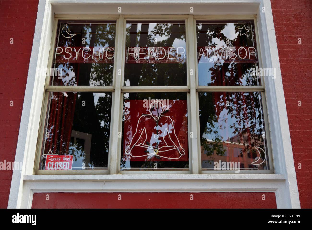 La finestra di un lettore psichica Advisor shop in Washington, DC. Immagini Stock