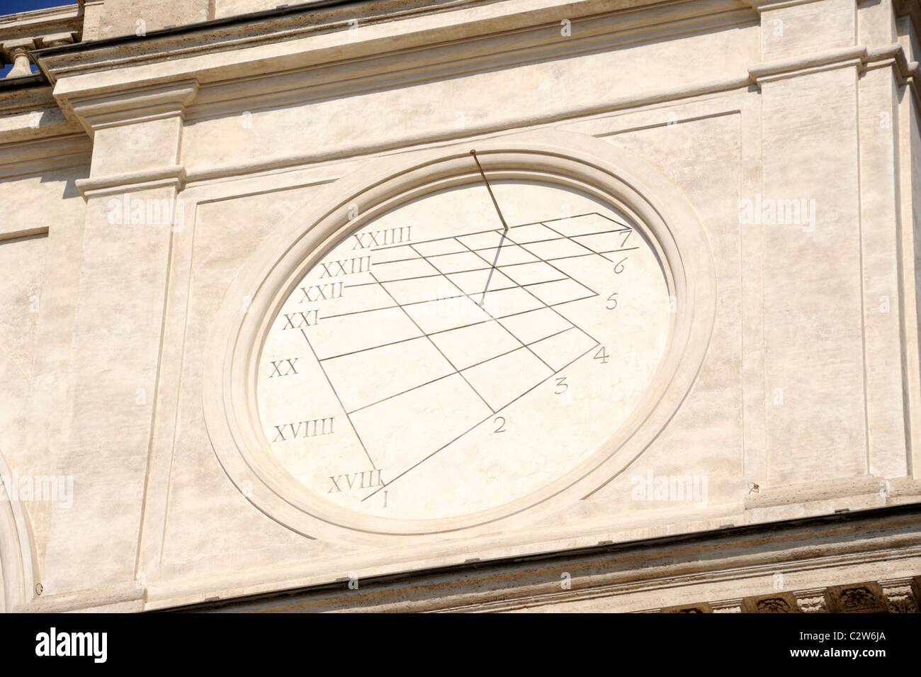 Italia, Roma, chiesa di Trinità dei monti, antica meridiana close up Immagini Stock