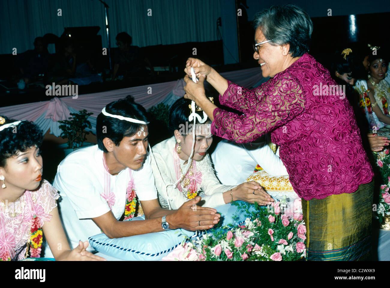 Matrimonio Simbolico In Thailandia : Matrimonio buddista immagini & matrimonio buddista fotos stock alamy