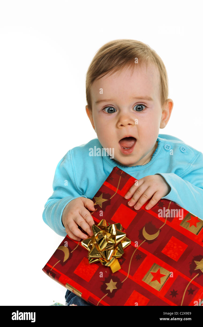 Bambino con un regalo di compleanno package Foto Stock