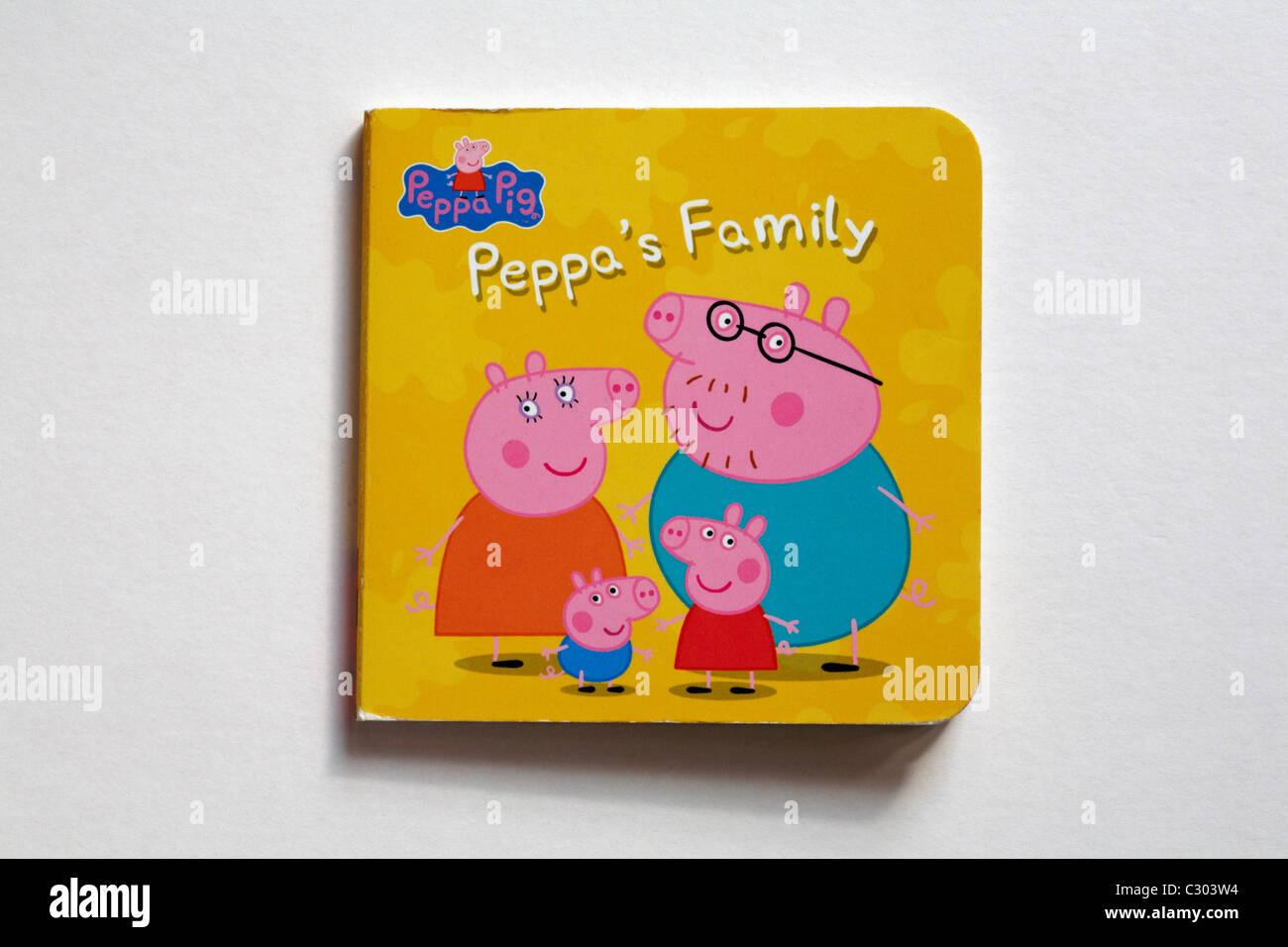Peppa Pig Peppa la famiglia del libro per bambini isolati su sfondo bianco Immagini Stock