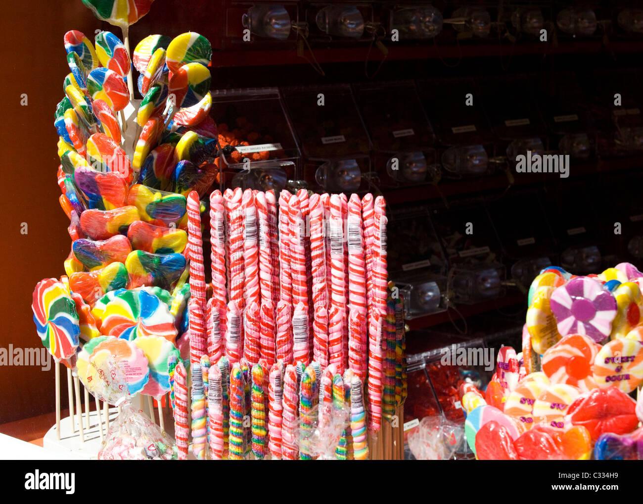 Negozio di caramelle nella finestra di visualizzazione Immagini Stock