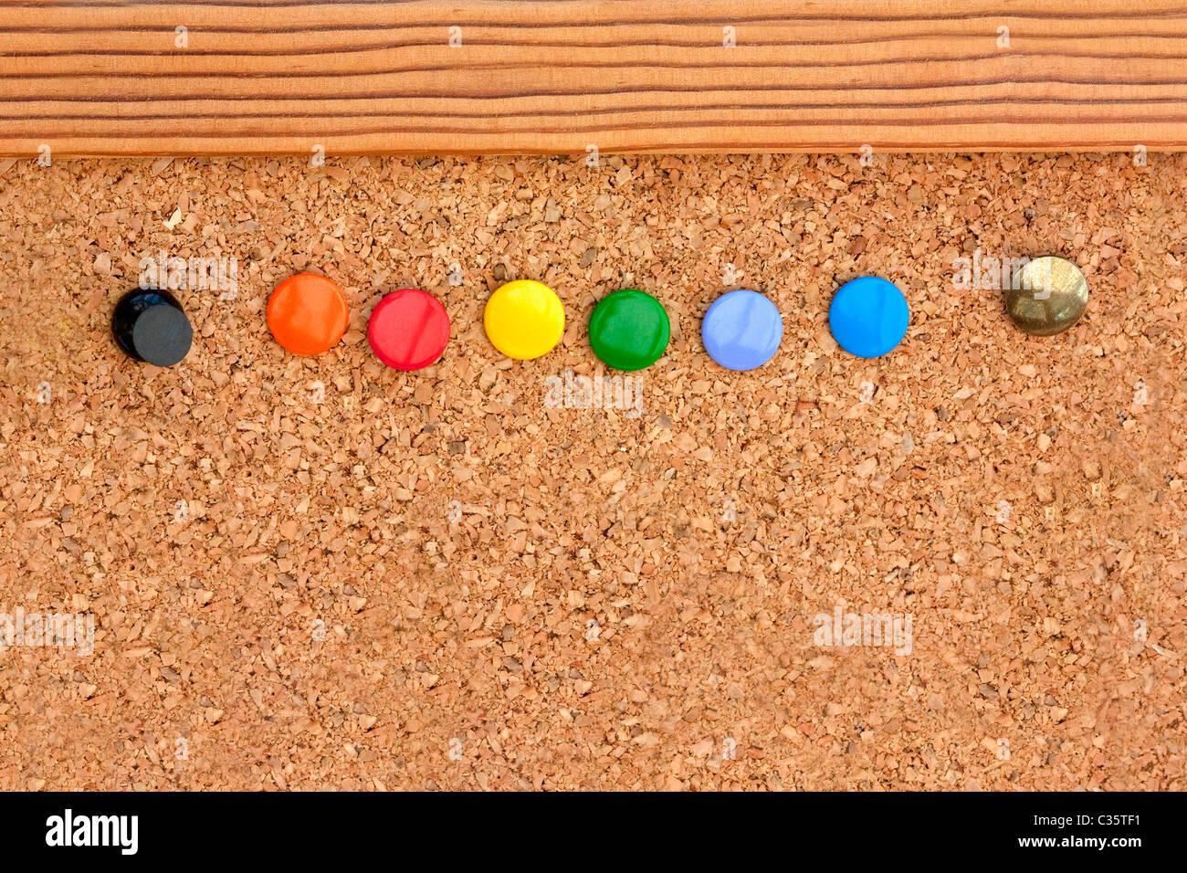 Macro shot di pin colorati in anoticeboard Foto Stock
