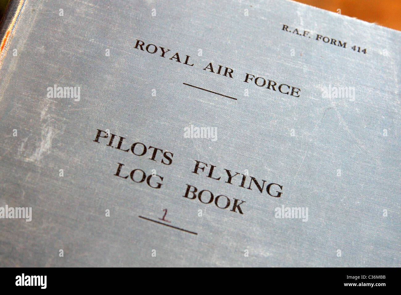 Guerra Mondiale 2 Royal Air Force piloti vola Log Book Immagini Stock