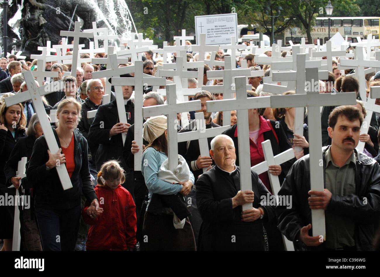 Anti-aborto protesta in un corteo silenzioso, Berlino, Germania Immagini Stock